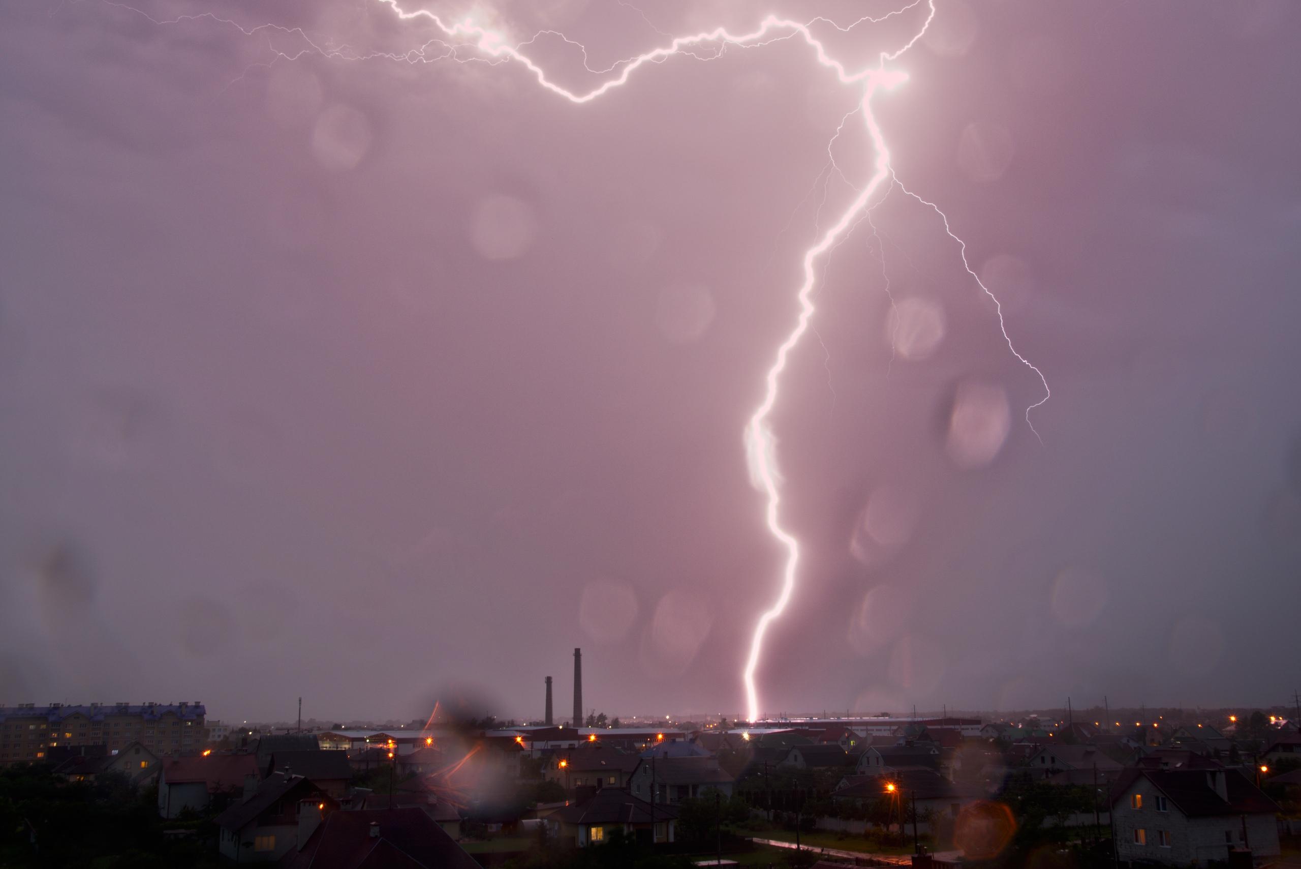 Наша тучка вылилась над Варшавой. Смотрите, как подтоплен город