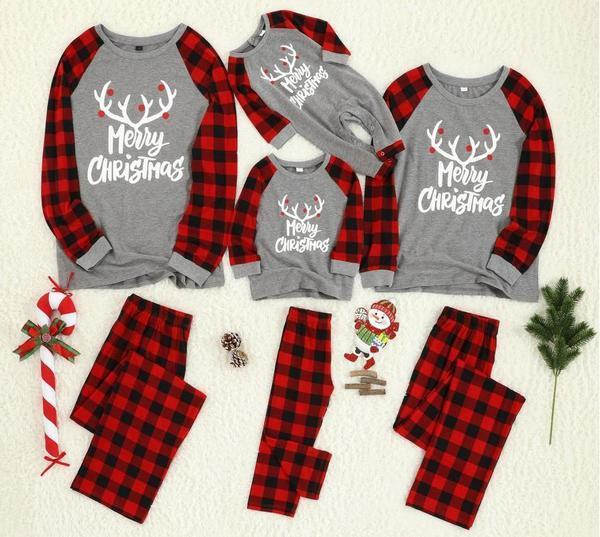 Комплект рождественских пижам разного размера для всей семьи