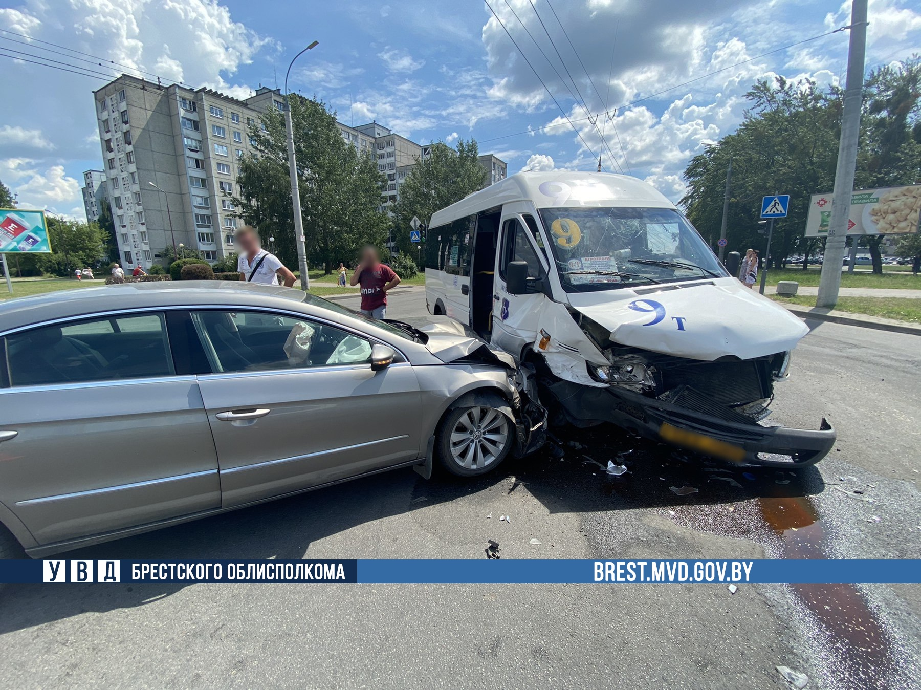Маршрутное такси 9-ка столкнулась с автомобилем в Бресте на ул. Гаврилова. Кто виноват?