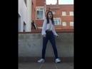 Девушка круто танцует шафл