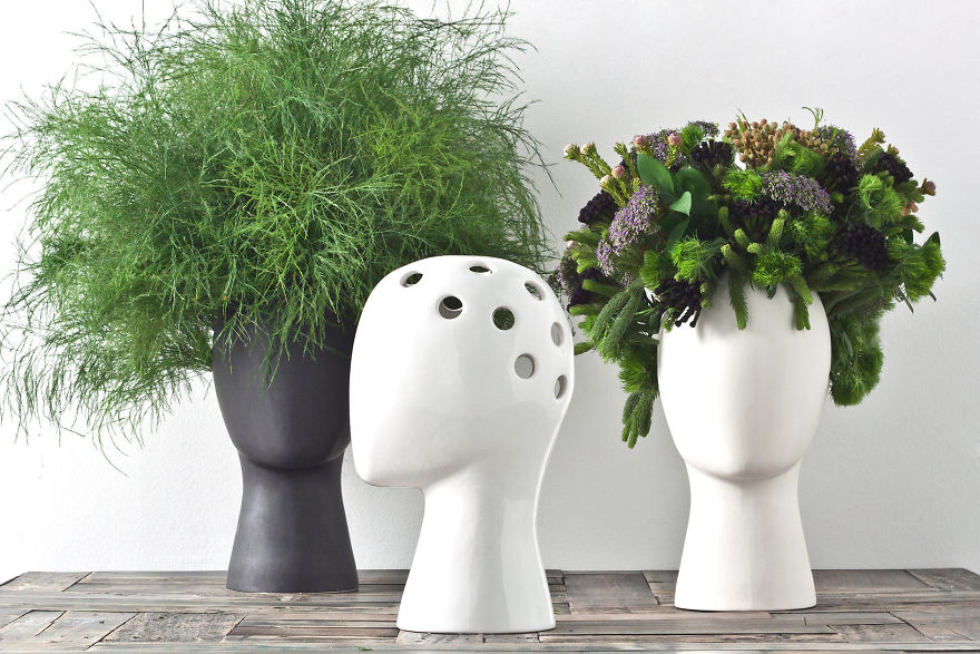 Очень необычные вазы для цветовВнутри вазы находится специальная колба - сосуд для воды сами растения и цветы помещаются