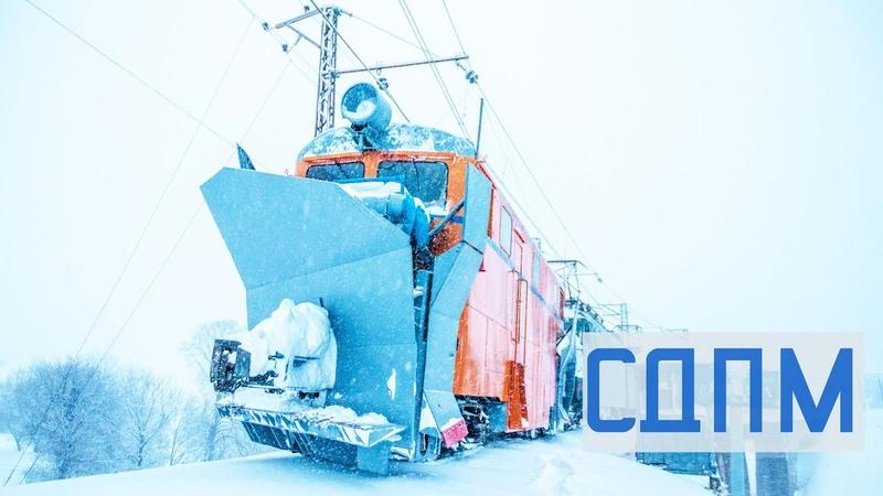 Як чистять колію від снігу Робота залізничного снігоочисника СДПМ у своїй стихії