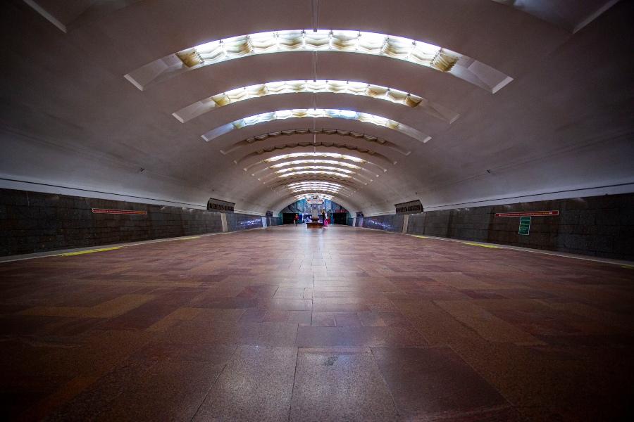 фото Коронавирус убивает рынок наружной рекламы: баннеры исчезли с улиц и метро Новосибирска 5